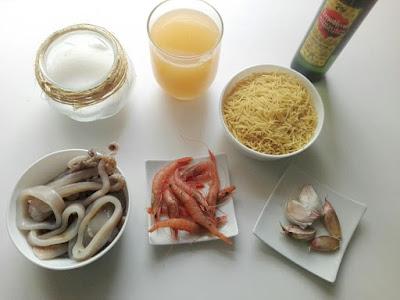 fideguá de calamares