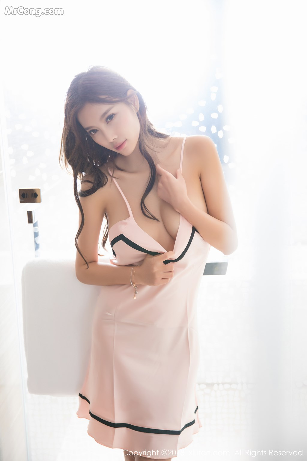 Image XIUREN-No.1208-Yang-Chen-Chen-sugar-MrCong.com-005 in post XIUREN No.1208: Người mẫu Yang Chen Chen (杨晨晨sugar) (56 ảnh)
