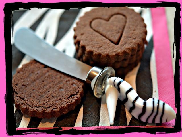 HOMEMADE OREOS - Hugs and Cookies XOXO