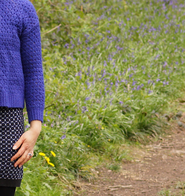fashion blogger wearing blues in spring country girl style
