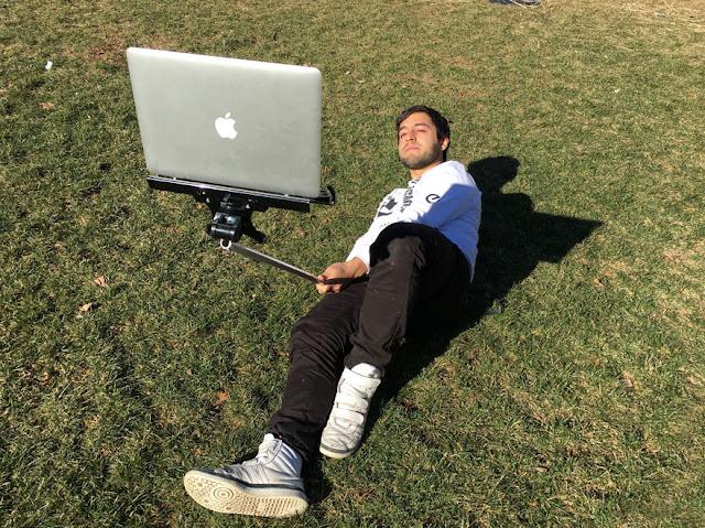 Selfie avec MacBook