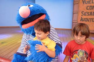 Izan y Joel con Coco.