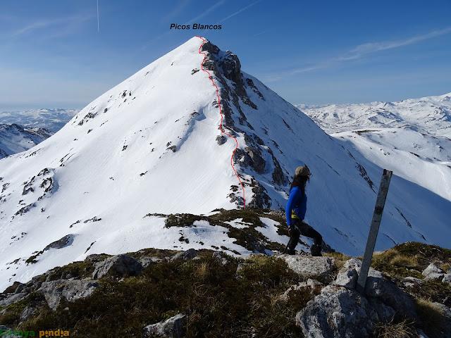 En la cima del Pico Cebolléu