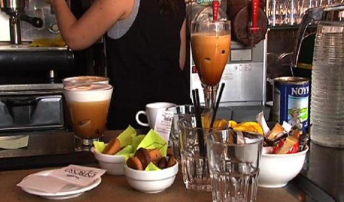 Έρχεται μείωση ΦΠΑ στην εστίαση: Πιο φθηνός ο καφές και τα αναψυκτικά