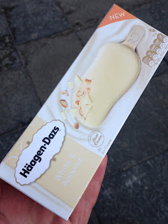Haagen Dazs White Chocolate & Almond Ice Cream Bar