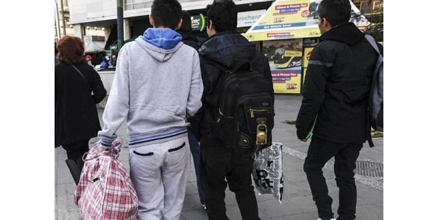 Απίστευτες καταστάσεις στον Βόλο – Βάζουν ενήλικες «μετανάστες» να κάνουν μάθημα μαζί με 12χρονα Ελληνόπουλα