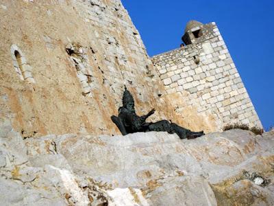 Escultura del Papa Luna
