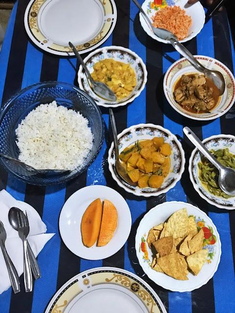 Co trzeba koniecznie zjeść i spróbować podczas wizyty na Sri Lance? Gdzie dobrze zjeść na wyspie Cejlon?