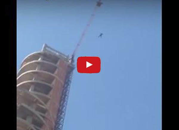 Se lanzó desde el último piso de un edificio en Carabobo
