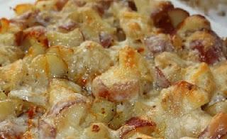 рецепт запеченного картофеля с колбаской и сыром