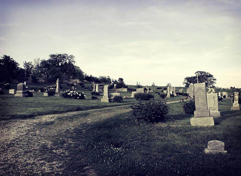 cemitérios assombrados, sobrenatural, terror, túmulos, zona 33