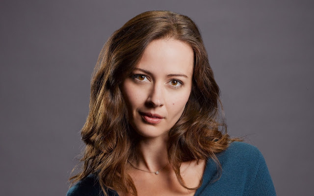 Amy Acker HD Wallpaper