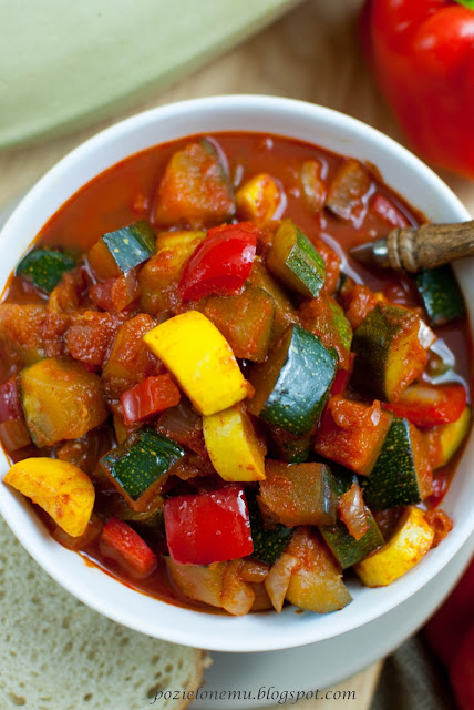 wegetariańskie leczo z cukinią