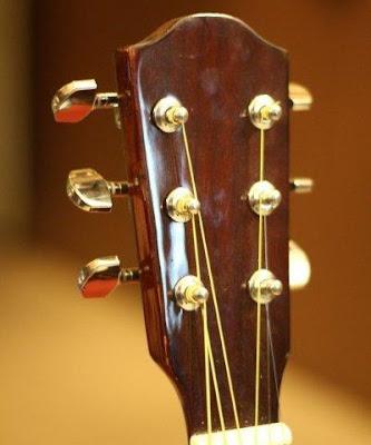 Bán Đàn Guitar Acoustic HD200 giá 1 triệu bốn