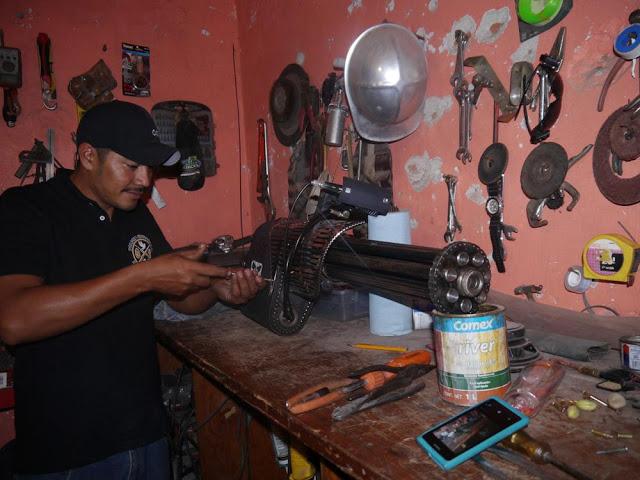 """Reynol el policía comunitario que fabrico la """"RAPTOR"""" para hacer frente al yugo del narcotrafico"""
