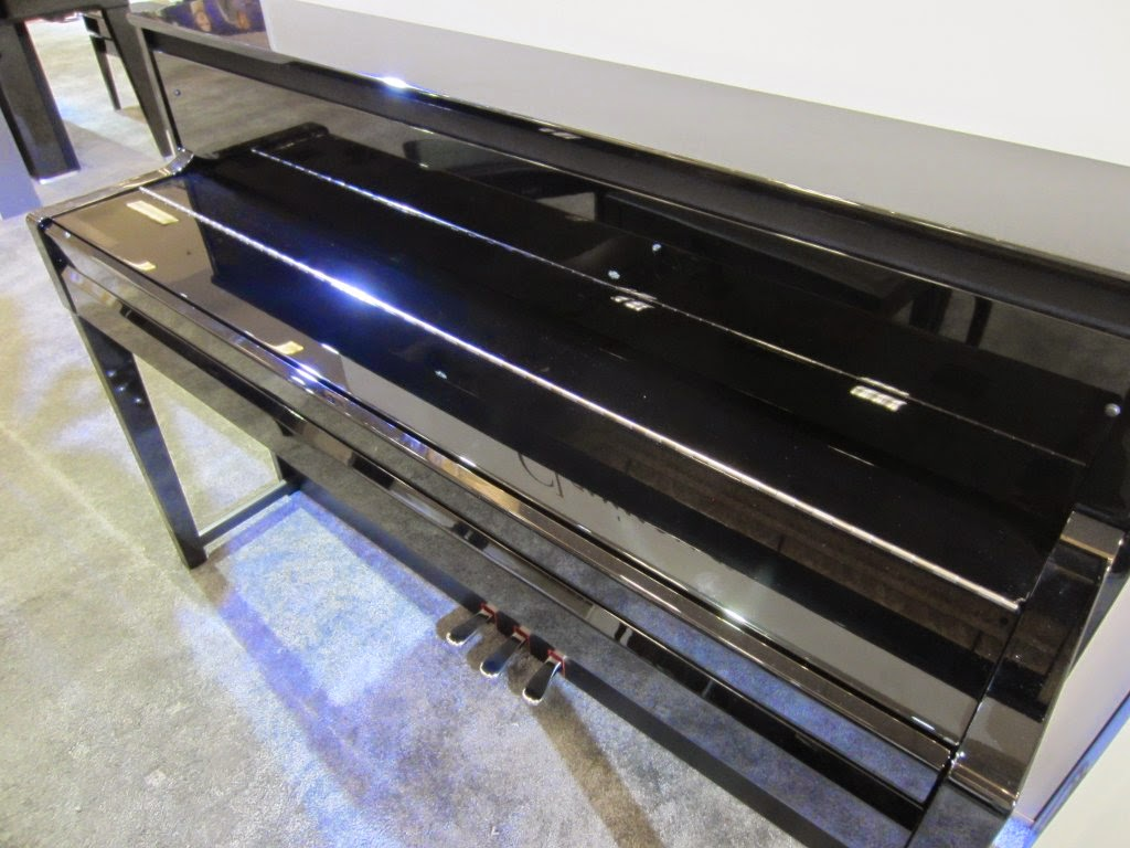 Yamaha CLP585 digital piano with closed key cover