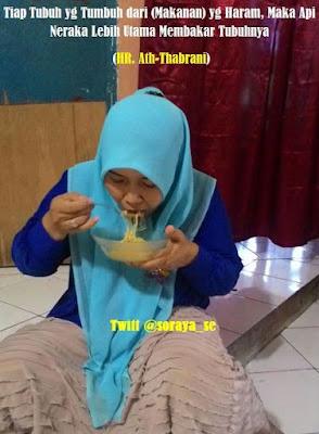 soraya wanita berjilbab makan nikmat