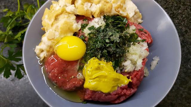 frische Zutaten für Fleischpflanzerl