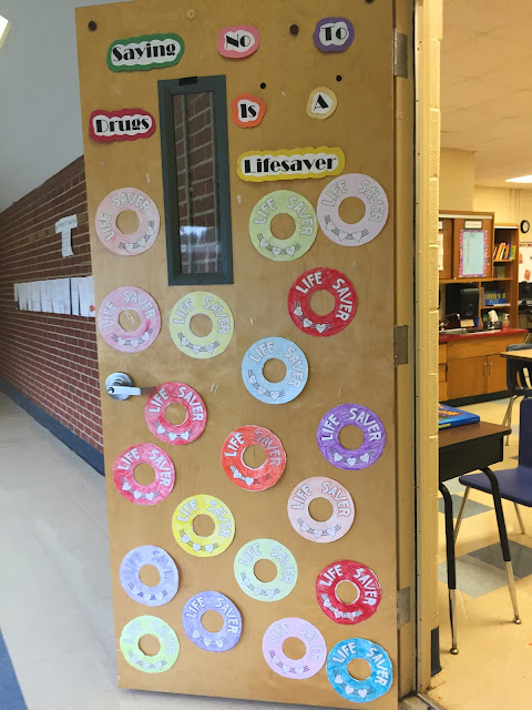 Big Ideas for Little Hands: Red Ribbon Week: Door Decorating