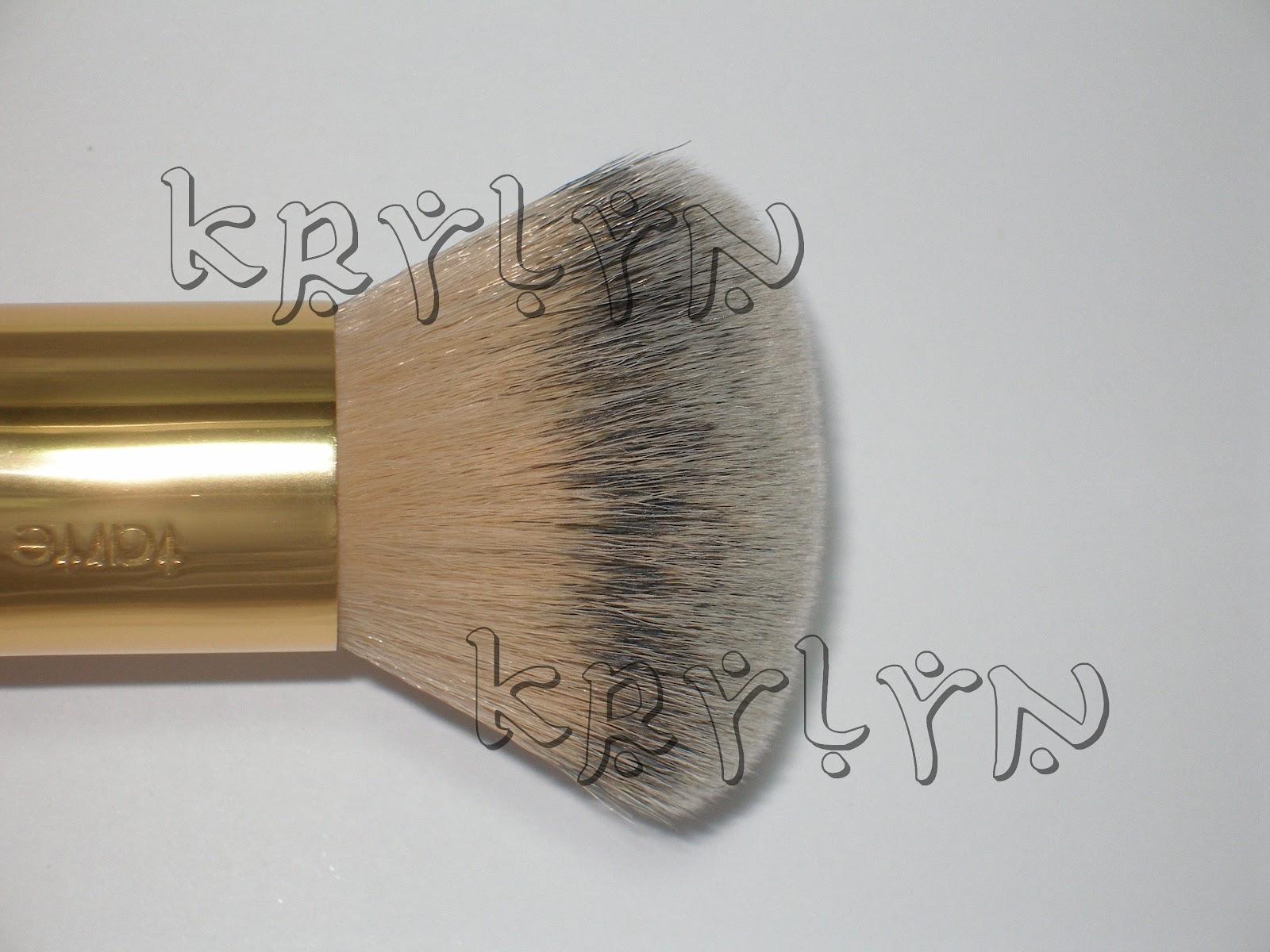 The Buffer Airbrush Finish Bamboo Foundation Brush by Tarte #6