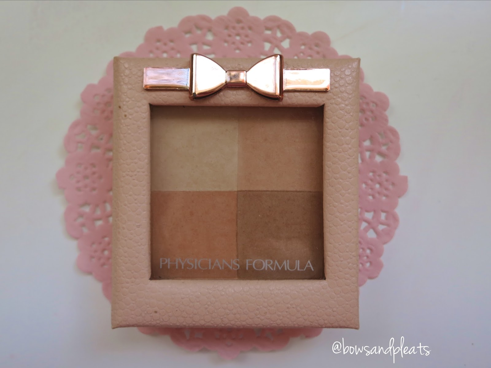 Physician Formula Nude Wear Glowing Powder in Medium