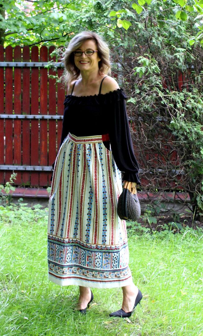 ee01a3cd Lumpola Style: Folkowa spódnica i czarna bluzka of shoulders / Folk ...