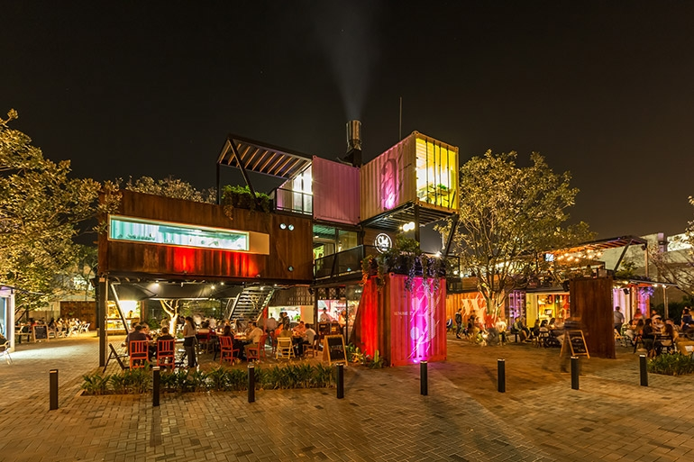 07-Shipping-Container-Architecture-6-Restaurants-in-the-Contenedores-Food-Place-www-designstack-co