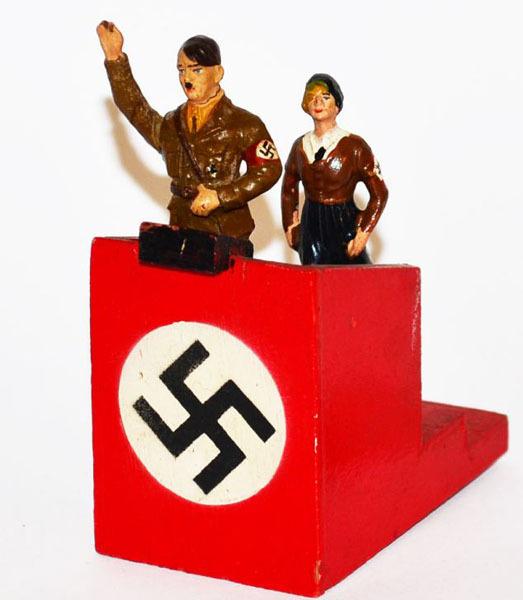 Figurine cu Eva Broun si Hitler