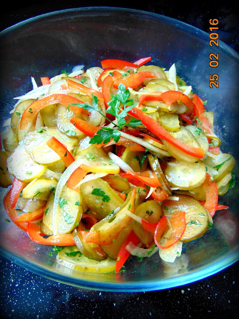 Surówka z kiszonych ogórków do obiadu
