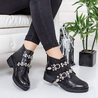 Ghete Sotali negre cu aplicatii metalice la moda