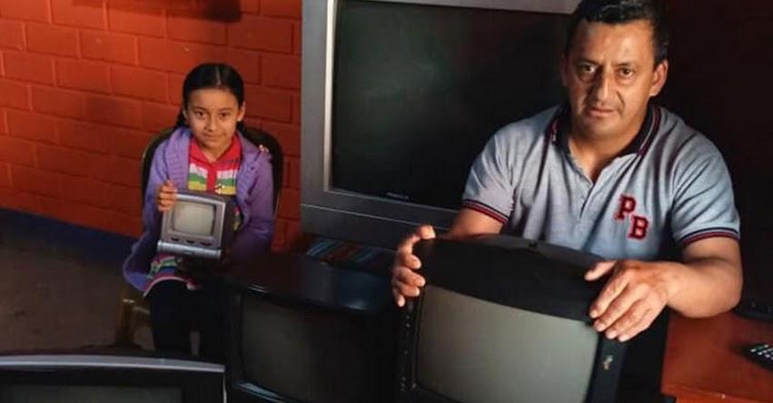 LINO ROJAS: Conoce al profesor que reparte televisores entre alumnos pobres para que no pierdan las clases de «Aprendo En Casa»