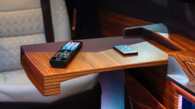 メルセデスベンツVクラスを超豪華な内装にカスタムしたVIP向け特注モデルがドバイで販売中。