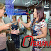Prefeita Claudia Oliveira, recepciona turistas no Aeroporto