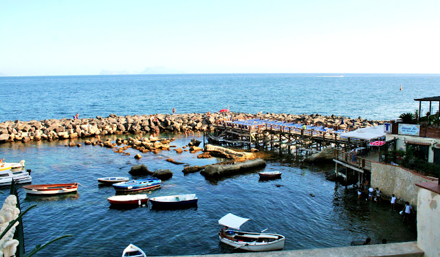 mare, porticciolo, barche, ristoranti, acqua, scogli, cielo