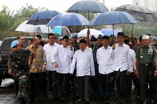 Antara Payung Jokowi dan Payung Bung Karno
