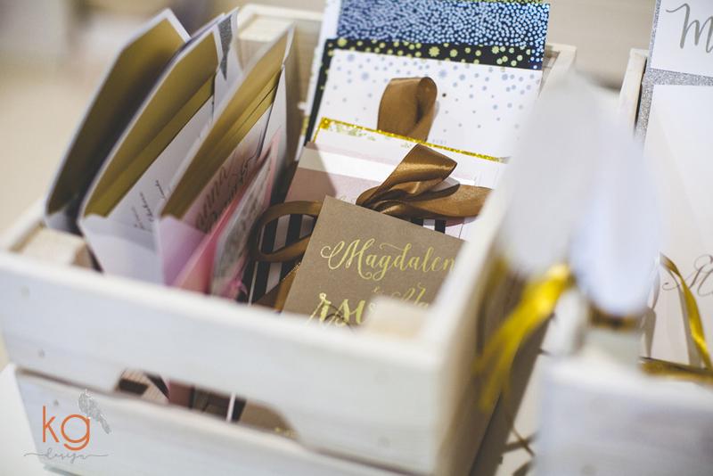 zaproszenia ślubne, dodatki ślubne, targi ślubne, ICE Kraków, płyta winylowa, błyszczące zaproszenia, metaliczny, złote, srebrne, muzyczne zaproszenie, papeteria ślubna, ekologiczne, kg design, zaproszenia slubne foliowane, błyszczące, metalizowane, brokatowe, złoto, srebro, brudny róż, papier eko, eco, gold foil, złocone zaproszenia, Kraków, Bochnia, oryginalne, nietypowe zaproszenia ślubne, eleganckie, glamour,