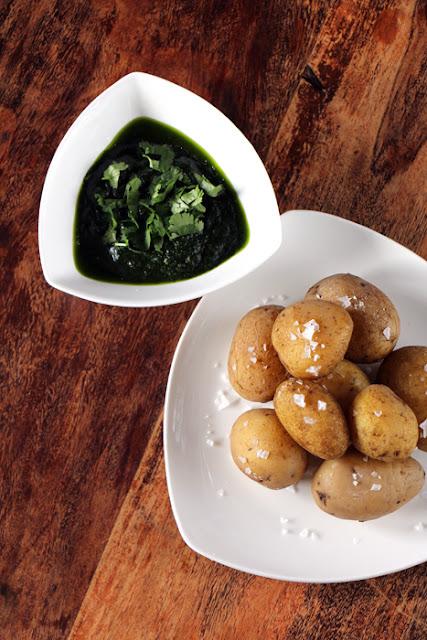 Salzkartoffeln mit Mojo Verde