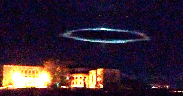 Incredible Giant UFO Has People Running Away In Fear It's Massive