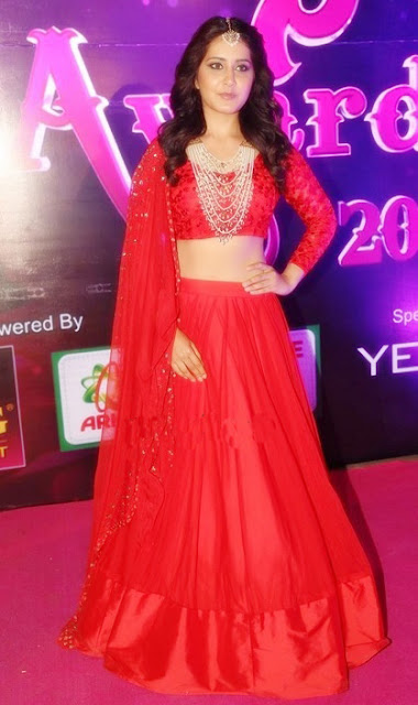 Raashi Khanna in Red Designer Lehenga at Apsara Awards 2016