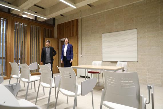 b8b079ea2351 El edificio, que ha contado con un presupuesto de 240.000 euros para su  remodelación y acondicionamiento acústico, albergará en sus tres plantas  aulas de ...
