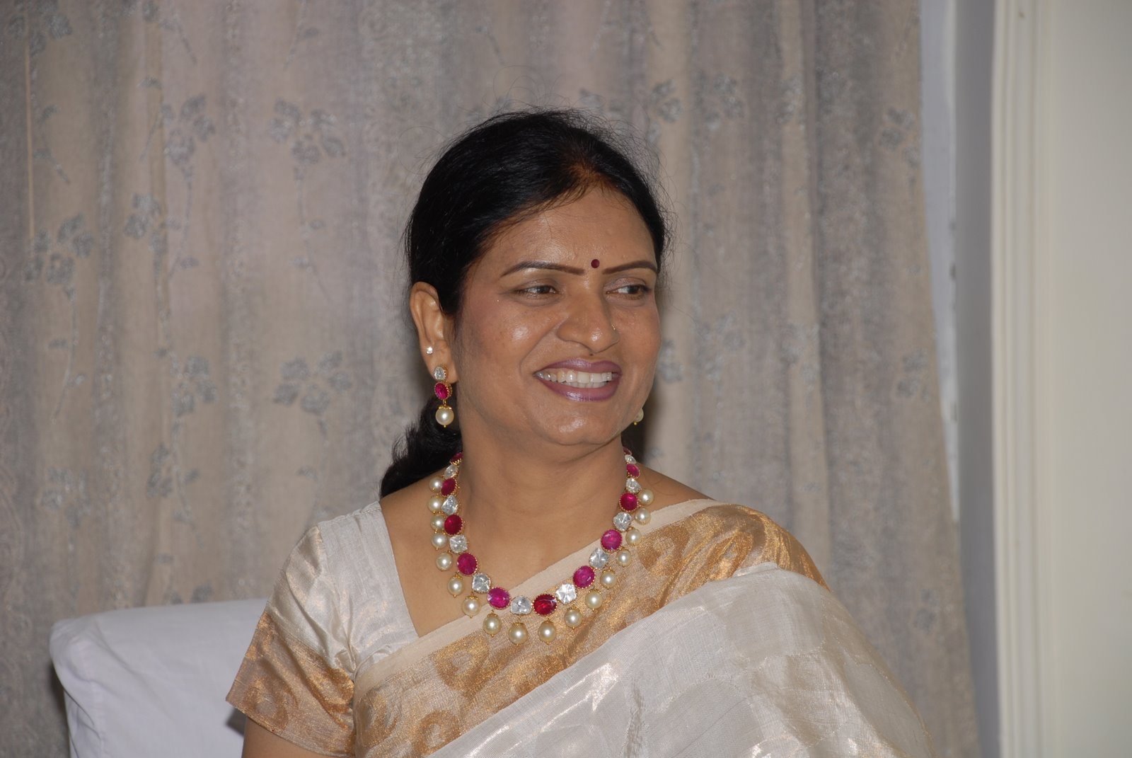 Indian Jewellery and Clothing: Minister D.K.Aruna in