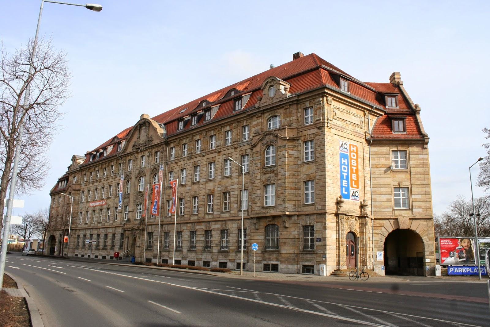 Das Bahnpostamt an der Brandenburger Straße - nach der Sanierung ist 2008 ein Hotel - www.aohostels.com - ins Gebäude eingezogen