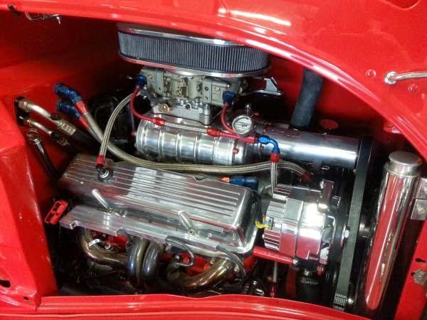 Blown 350 under the hood - Eddie Van Halen's 1934 Ford