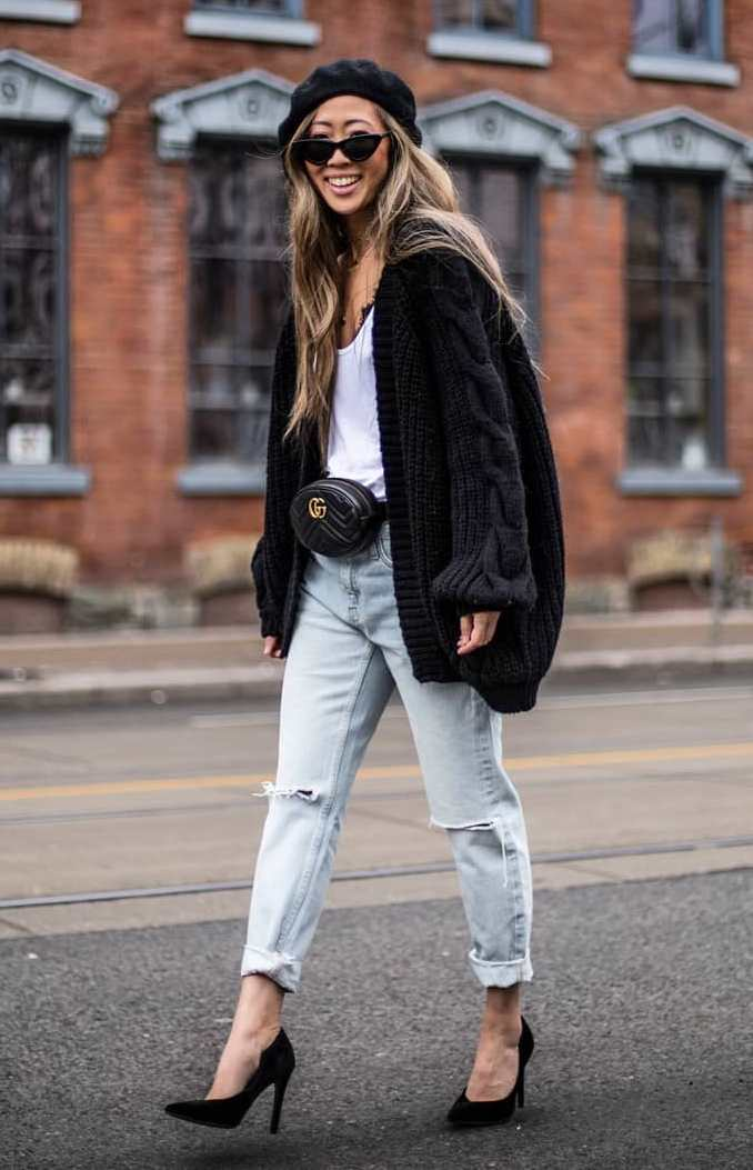 trendy fall outfit / black knit oversized cardi + hat + white top + boyfriend jeans + heels