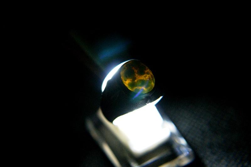 Batu Pirus Langka Tembus Cahaya Taburan Pasir Emas