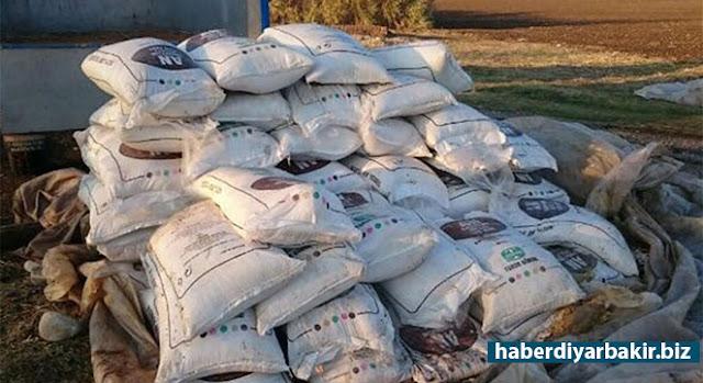 DİYARBAKIR-Diyarbakır ili Sur ilçesi Kayayolu Mahallesi'nde bulunan şüpheli bir adrese yapılan operasyonda 2 bin 400 kilogram Amonyum Nitrat ile 100 kilogram cins ve özelliği tespit edilemeyen patlayıcı ele geçirildi.