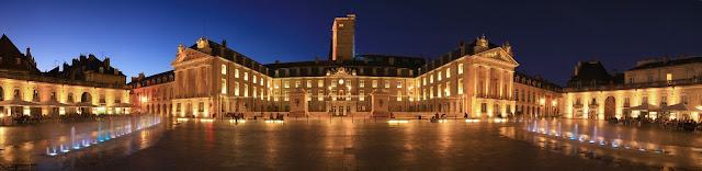 Plein voor het paleis van de hertog in Dijon, credits: Atout France/Franck Charel