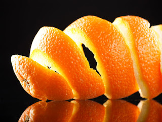 Cara-Memutihkan-Gigi-Kuning-Dengan-Kulit-Jeruk