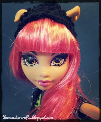 Howleen Wolf doll selfie