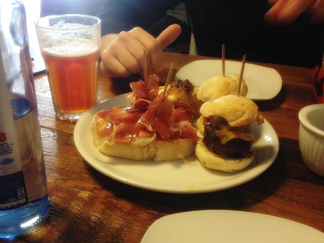 Ruokamatkailu Madridissa - ilmakuivattu kinkku ja tapakset